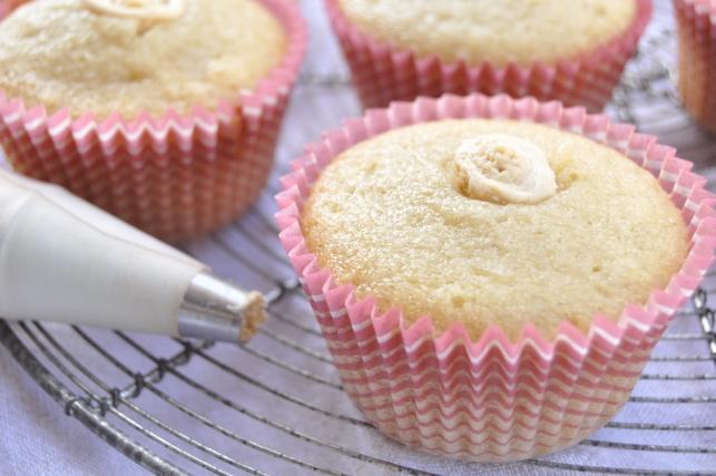 peanut buttercream filled cupcakes