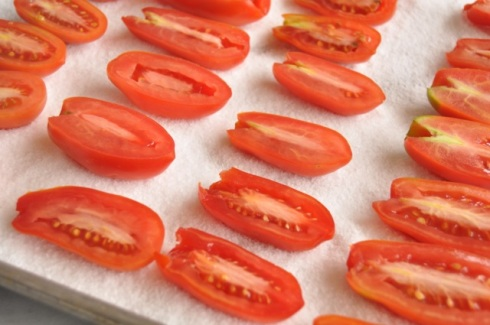 oven-drying tomatoes