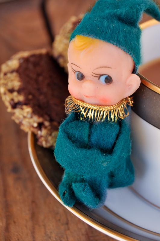 elfie takes a cookie break