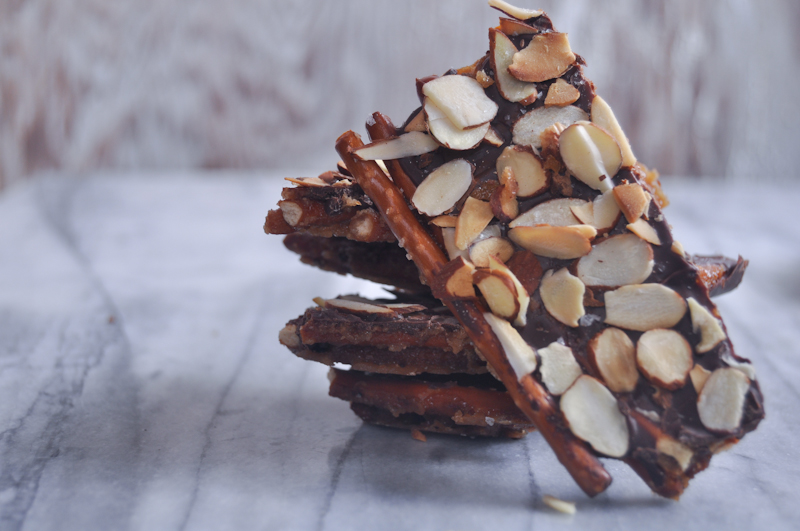 pretzel toffee with chocolate and almonds