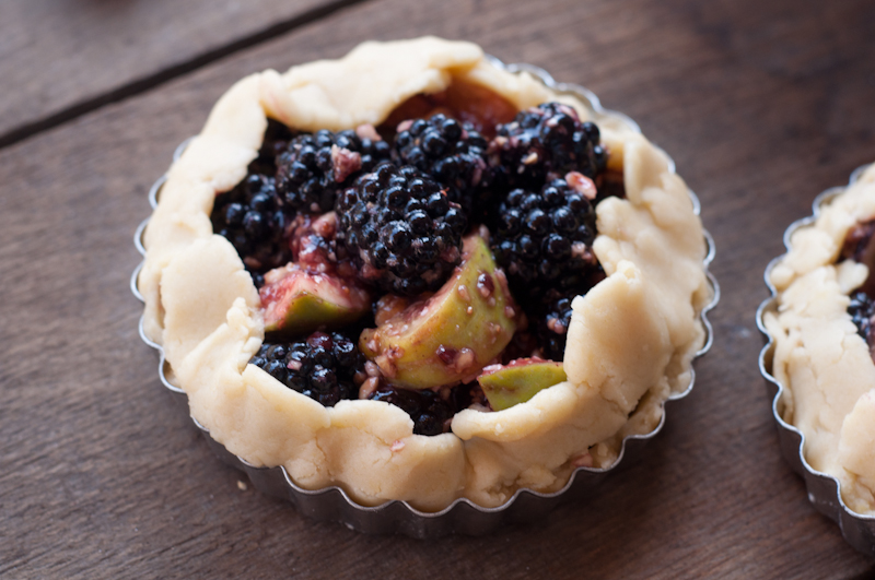 fig.blackberry.tart-0225